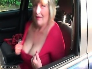 Nasty mature woman gets horny showing part1