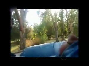 Aleti Cikarip Unili Kizlara Yon Soruyor adultvideom com
