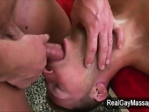 Pumped straighty sucks masseur