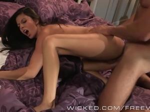 Nikki Daniels loves sucking cock