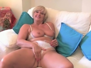 Old women masturbate