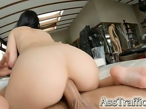 Jessyka Swan has an amazing bubble butt that just asks to