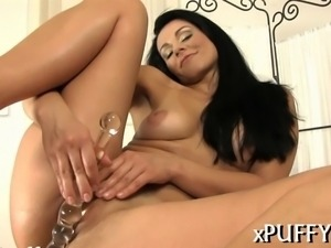 Charming beauty has a beautiful shaved cunt to offer