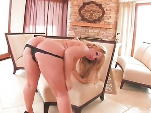 Heather Summers with juicy knockers and hairless cunt gets the pleasure from...