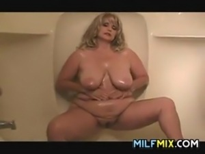 Beautiful big woman rubbing oil on her thick body and tits