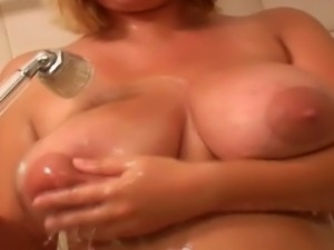 Giant melons mature Ellen washes her massive big tits and shaved tight pussy...
