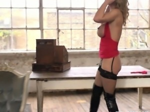 Squirt loving Leigh Darby pussy nailed