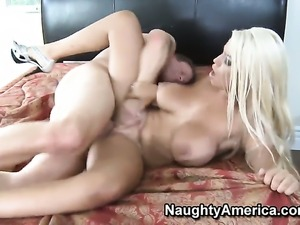 Seth Dickens gives super sexy Bridgette B.s slit a try in sex action