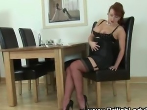 Old Brit slut rubs clit and get an orgasm