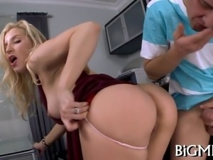 Filling beautys mouth with jizz
