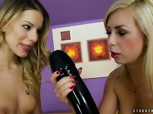 Blonde Isabella Clark is just another fuck toy of insatiable lesbian Berinice
