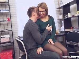 hor nerdy babe gets fucked by her colegue