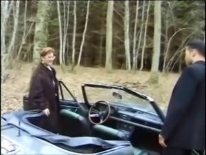 LJ95 Bourgeoise sodomise par un auto stoppeur