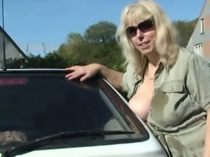 Wife catches her hubby and mom fucking outside