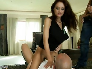 Brunette Sophie Lynx satisfies her anal needs