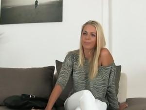 Blonde amateur masturbates and bangs on casting