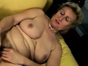 Janka - European mature toys her fuzzy cunt