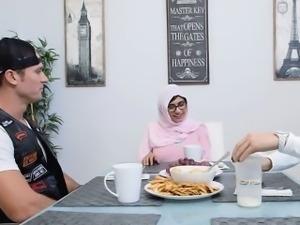 Lovely chick Mia Khalifa loves fucking