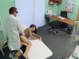 Bruentte patient fucked and cummed on by her doctor