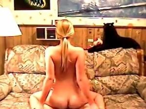 Auf dem Sofa Gefickt