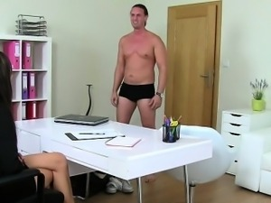 Tall muscled amateur dude fucks female agent on casting