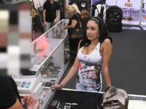Big titty latina sucking off big cock of nasty pawnkeeper