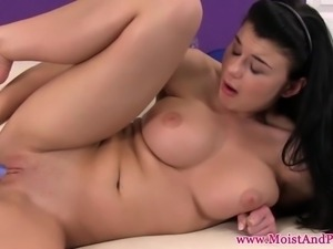 Puffypeach busty babe dildo pleasures clit