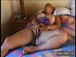 40 years old mum Arianne enjoys masturbation