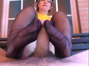 hot milf shoejob n footjob