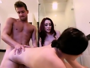 Hardcore threesome sex at the bath tub