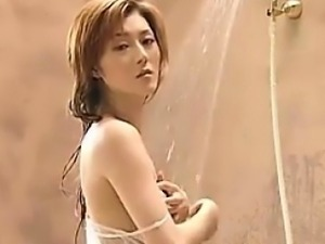 Japanese Babe Takes A Shower Softcore