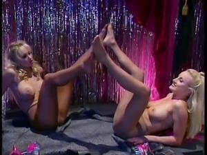 Pantyhose fetish, lesbians