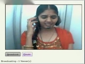 Desi girl showing boobs and pussy on webcam in a netcafe free