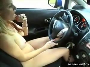blondie gave herself orgasm while driving a car