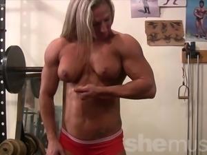 Female Bodybuilder Undresses in Gym