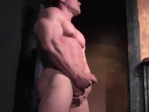 BODYBUILDER ESCORT BIG ALEX CAMSHOWS on www.FLEX4CASH.COM