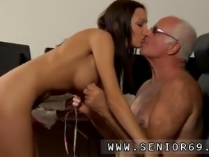 Mom and young girl anal and girl squirts and multiple orgasms first time