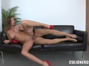 Donna Bell deepthroats a cock after jumping on it ardently