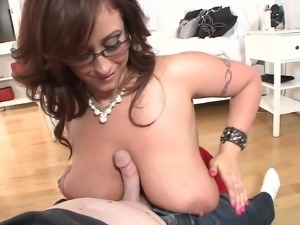 Big-boobed brunette mom drives a guy crazy with a fantastic titjob