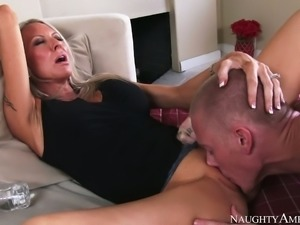Blond horny MILF with fake boobs Emma Starr gets her kitty attacked in...