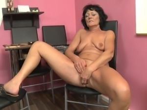 Old but still sexy granny with hungry cunt