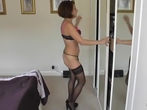 Sexy milf does strip tease