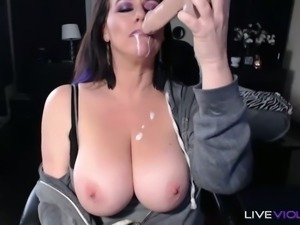 Encouraging this curvy MILF to masturbate and discover herself on cam