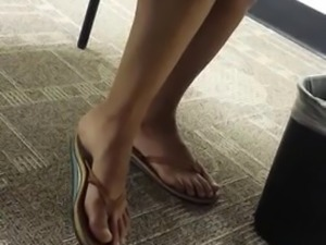 Candid Sexy Legs & Feet in College Class Nola