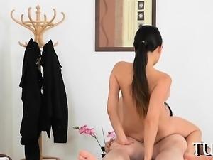 Unforgettable sex amazes chap during massage scene