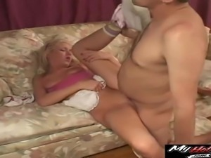 Geeky man gets lucky with a dong craving blonde sex bomb