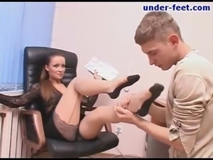 Reality office seen of foot fetish babe enjoying her toes getting licked