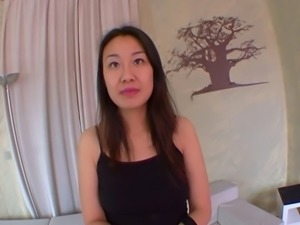 Asian girl for first orgasm! Son premier porno ! French amat