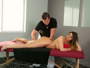 Yummy busty slut Brooklyn Chase let her horny massage therapist lick her...