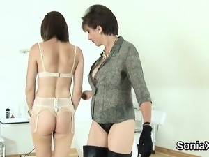 Unfaithful uk milf lady sonia shows off her large boobs